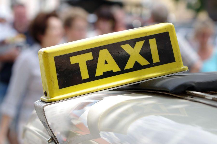 Coger Un Taxi Adaptado En Una Zona Rural, Una Misión Casi Imposible