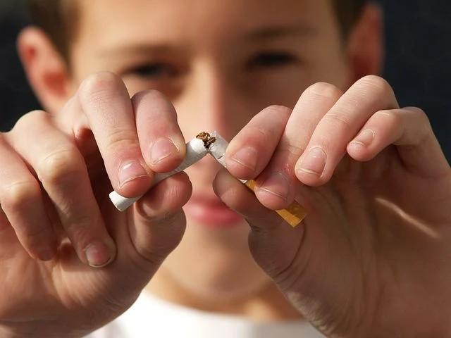 Más De 400.000 Españoles Iniciaron En 2020 Un Tratamiento Para Dejar De Fumar En Su Farmacia